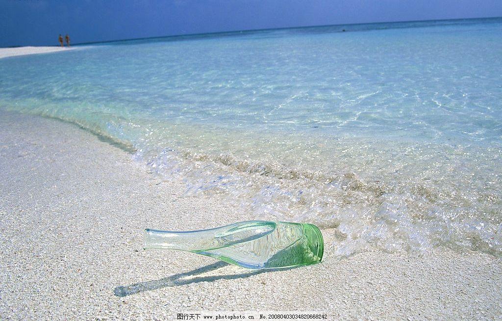 沙滩 漂流瓶 许愿 清澈海水 海边乐趣 自然景观 自然风景 摄影图库