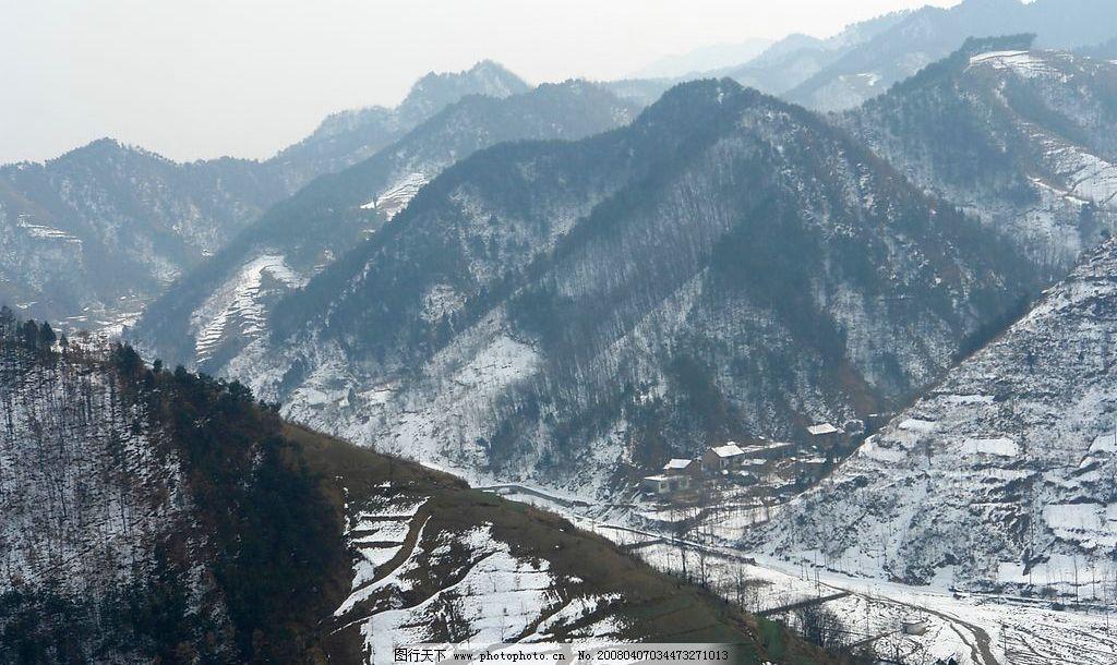 雪满青山 山坡 山中小屋 雪 松林 自然景观 山水风景 丽景天下 摄影