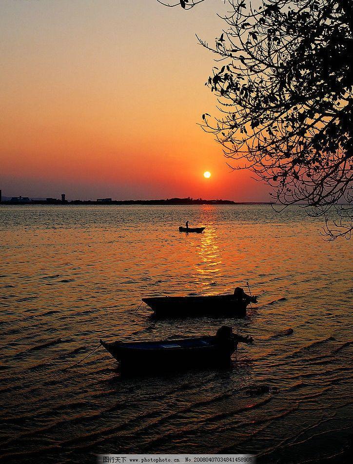 大海夕阳小舟图片