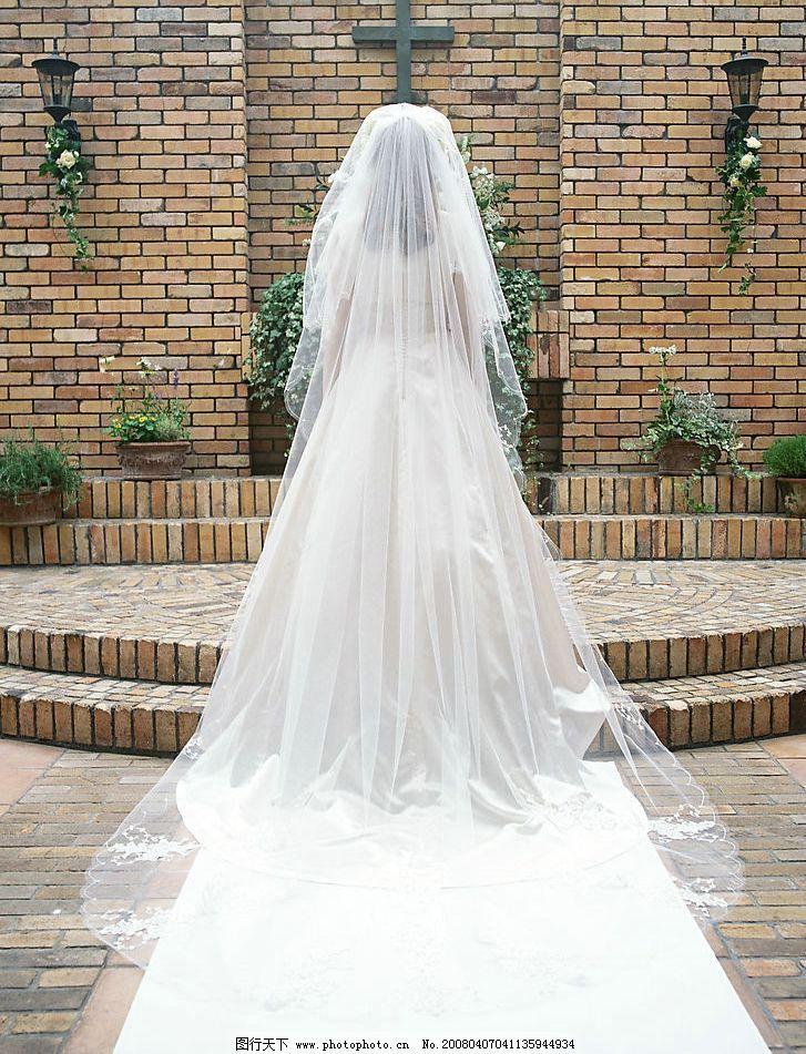 白色婚纱的新娘 白色 婚纱 新娘 教堂 神圣 地毯 人物图库 女性妇女