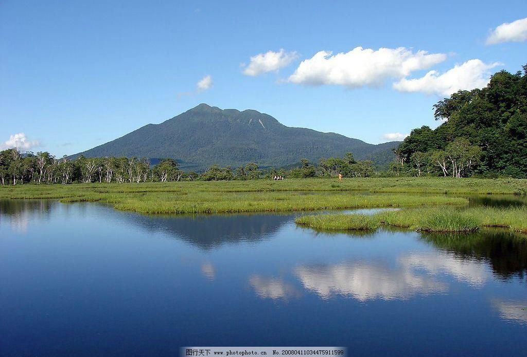 大自然风景 蓝天 白云 高山 远山 湖水 倒影 树林 小草 自然山水风景
