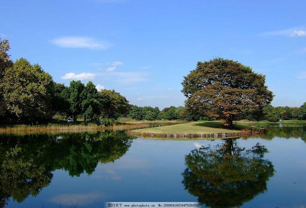 平静水面倒影 自然 天空 蓝天 水 树木 水面 倒影 自然景观 山水风景