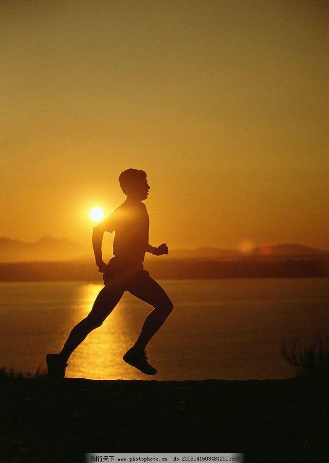 黄昏景色 人物 跑步 太阳 黄昏 海边 天空 自然景观 自然风景 摄影