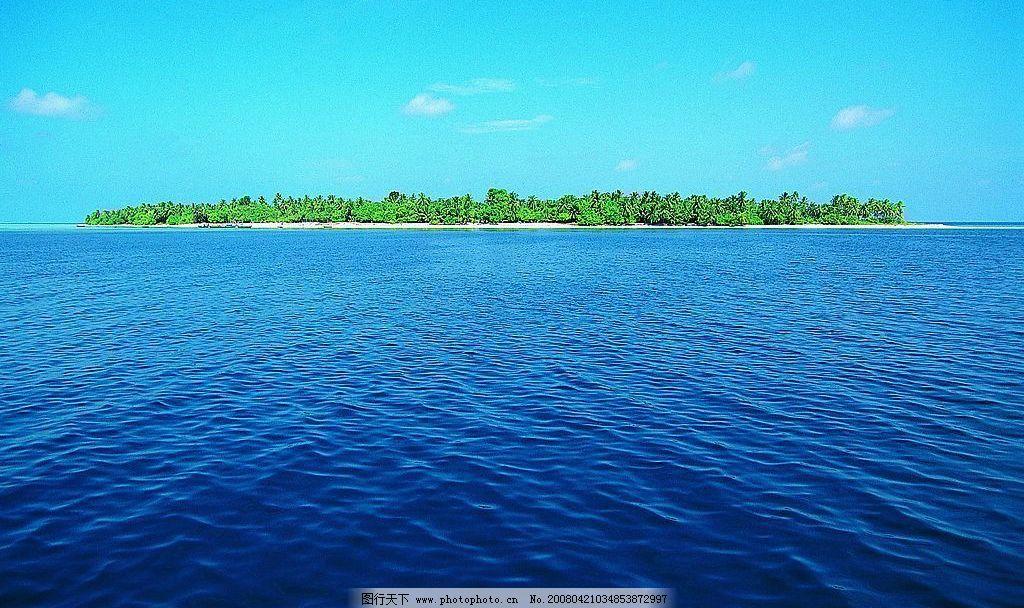 白云大海岛屿图片