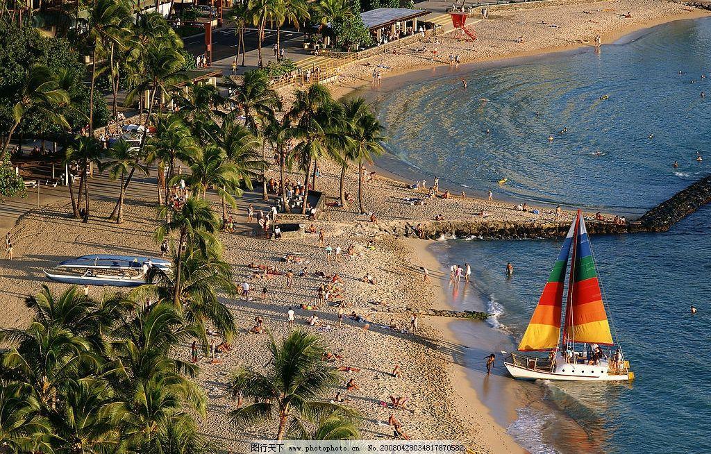 宁静中的小船 沙滩 椰树 帆船 海水 吓威夷 摄影图库