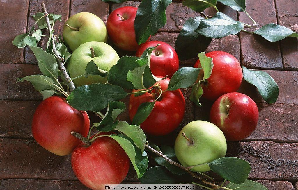 水果 苹果 西瓜 叶子 青苹果 红苹果 背景 摄影图库
