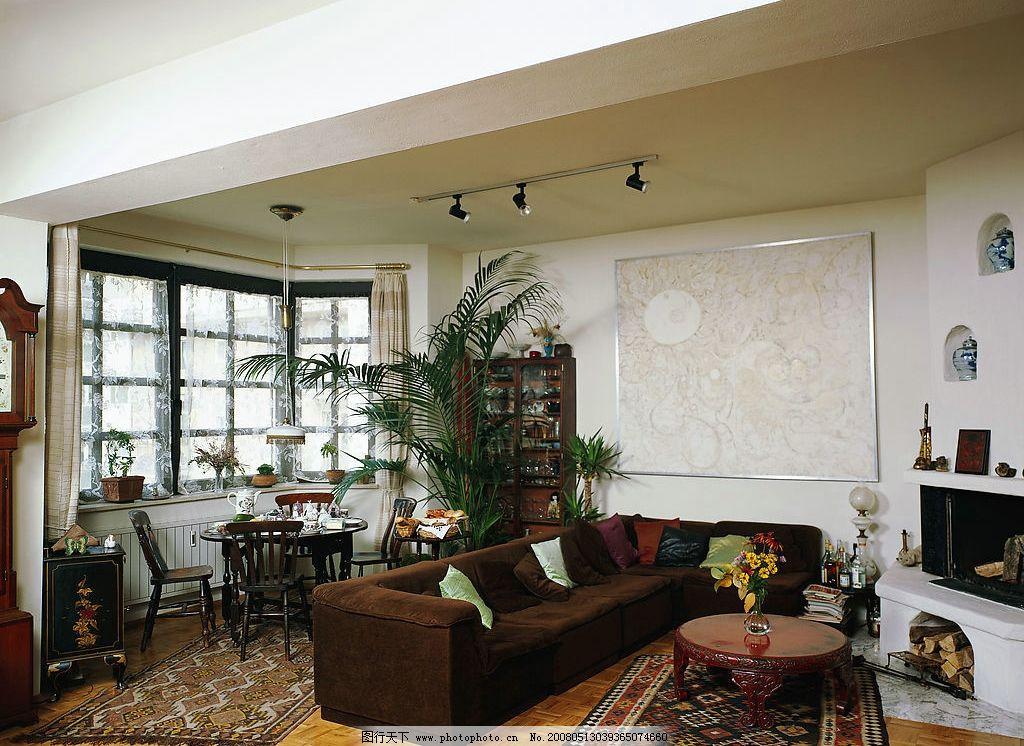家居室内设计 大型植物 花 沙发 壁画 壁炉 窗 茶壶 装饰品