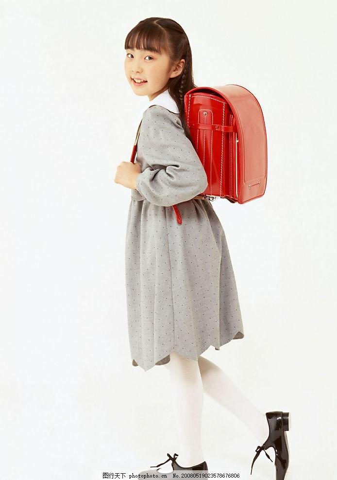 学生装 女生 上学 小学生 背书包的小女孩 摄影图库