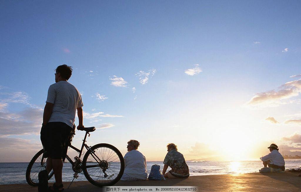 日出 天空 海边 人们 自行车 旅游摄影 自然风景 美丽风光素材