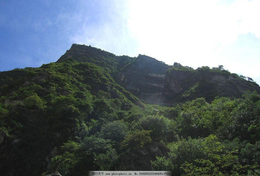 仰望山景 山 树 蓝天 白云 阳光 自然景观 自然风景 摄影图库 180 jpg