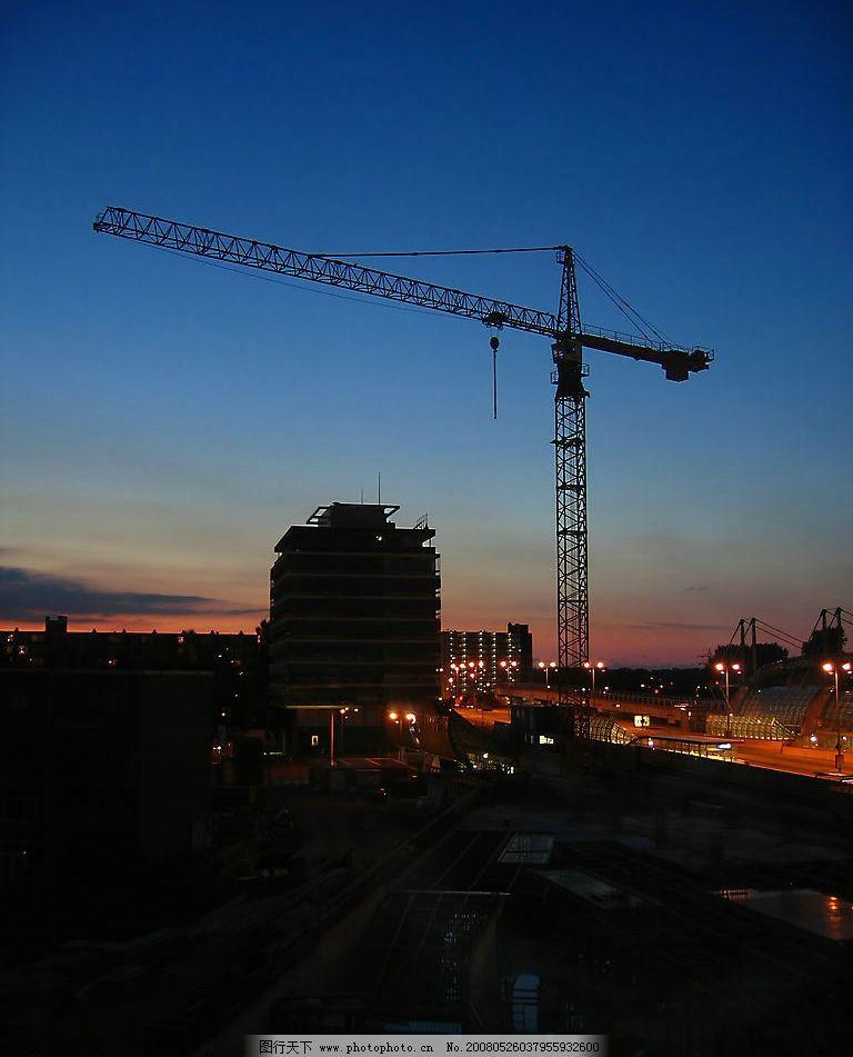 塔吊夜景图片