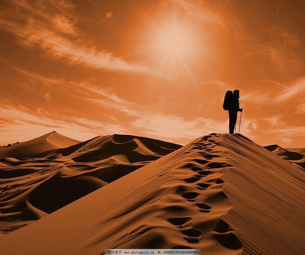 行走沙漠 风景 风光 沙漠 人物剪影 冒险 旅游 自然景观 自然风景
