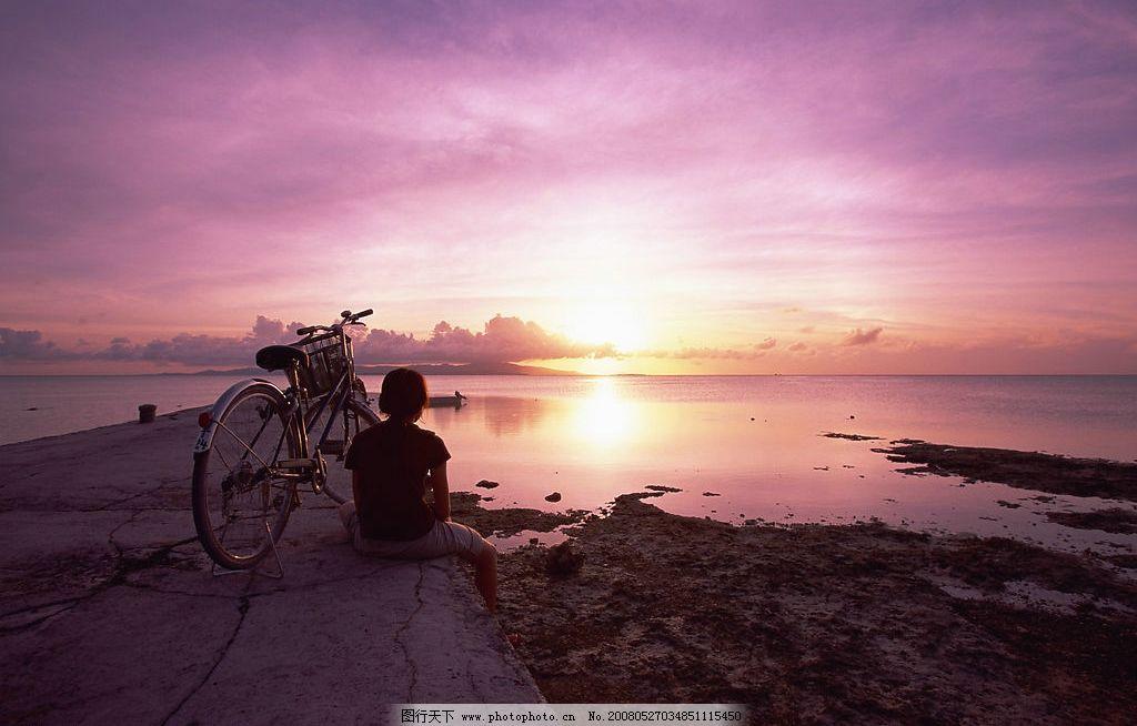 海边女孩 海边 单车 女孩 夕阳 自然景观 自然风景 精美壁纸 摄影图库