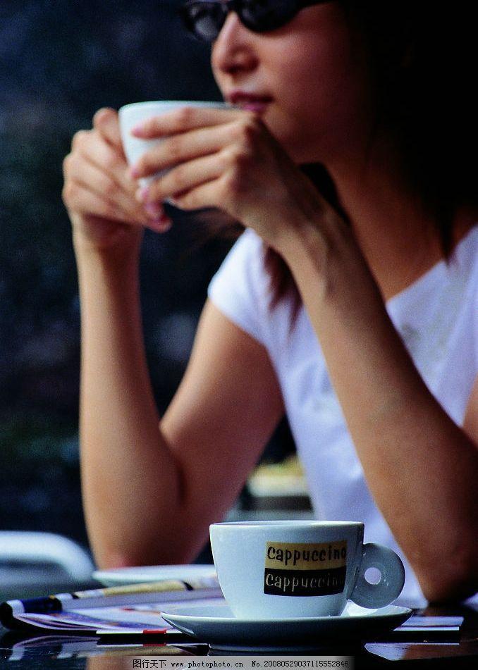 喝咖啡的女人图片