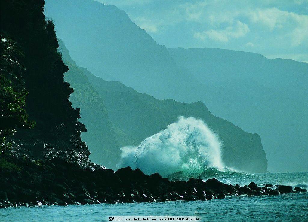远山与海 山峰 海洋 树 树林 海浪 波浪 波涛 自然景观 自然风景