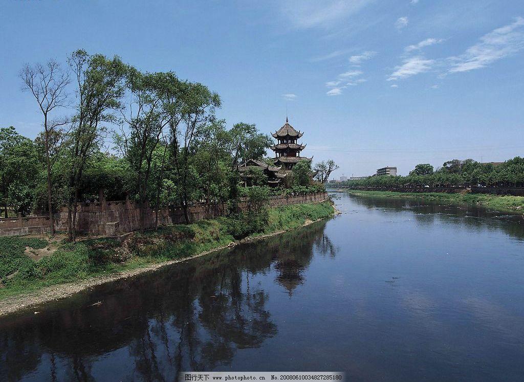 美丽的湖边风景图片