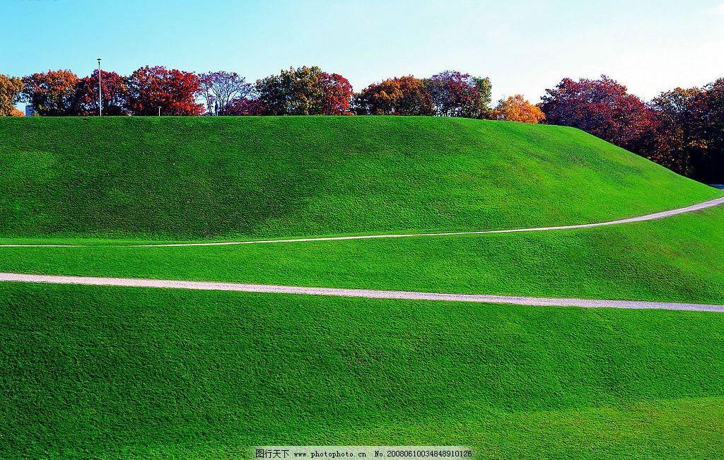 绿色小山丘 山丘 绿地 树 道路 自然景观 自然风景 摄影图库 72 jpg