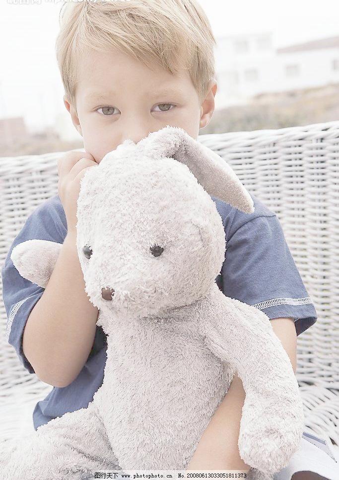 外国人物 外国男女 男人 小朋友 玩具 小熊 小孩 儿童 少年 少男少女