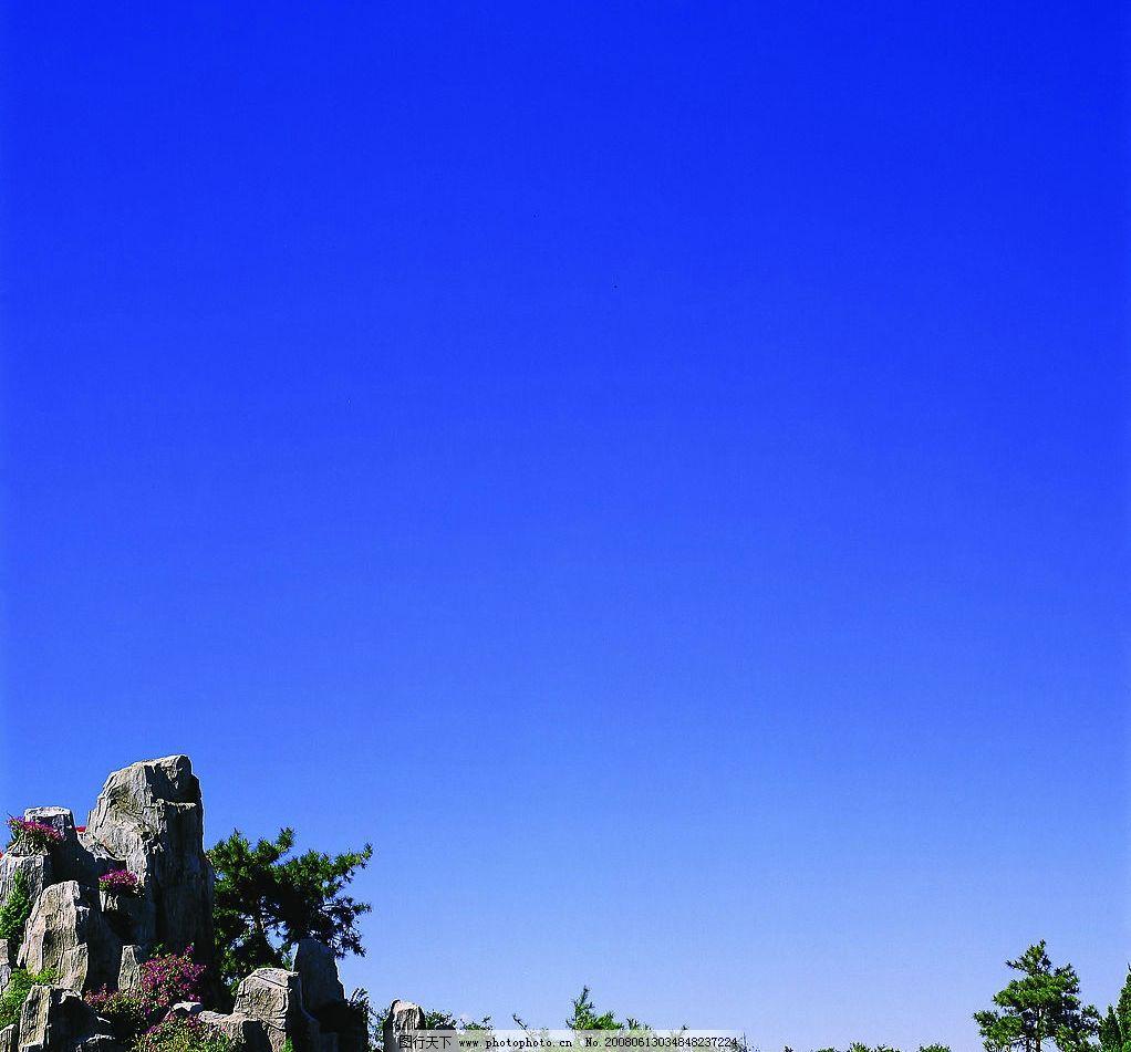 自然景观 自然风景  蓝天假山 天空 蓝天 蓝色 光 假山 树林 树木 jpg