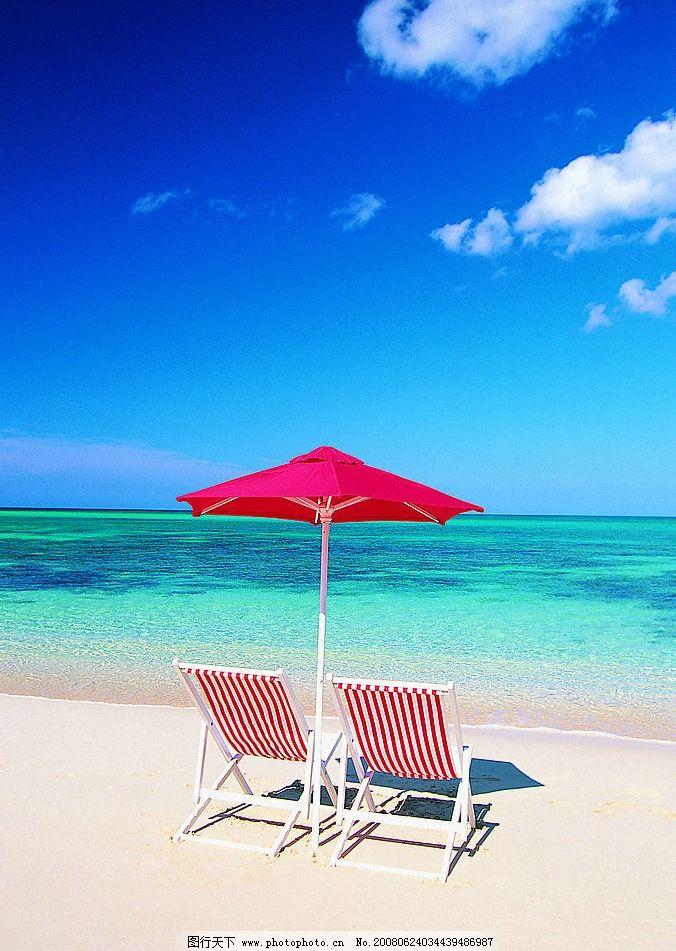 沙滩休闲 沙滩 休闲 太阳伞 躺椅 海边 天空 晴朗 自然景观 山水风景