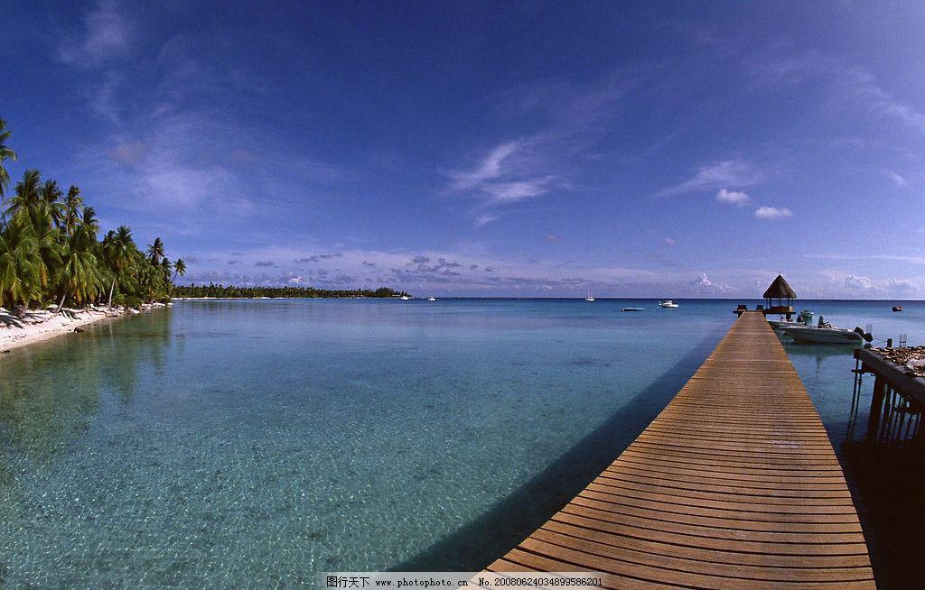 木栈道 大海 海洋 海水 海岸 岸口 蓝天 白云 绿树 旅游 度假 自然